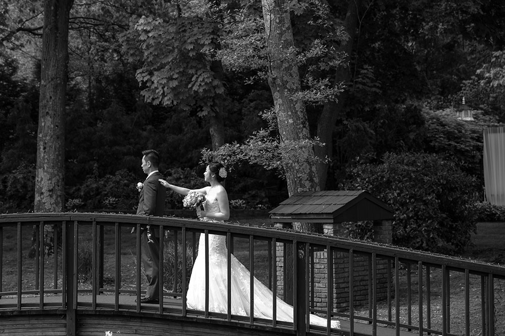 first-look-wedding-photo-02